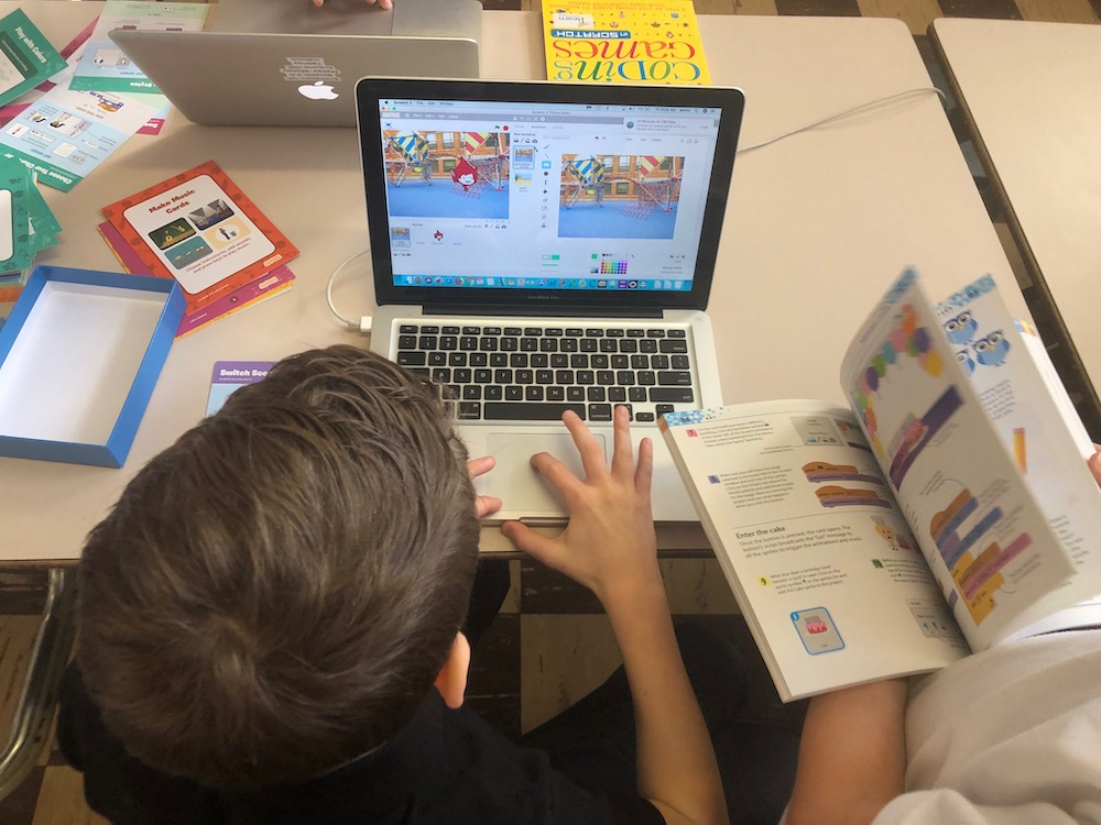 Students block programming in Scratch